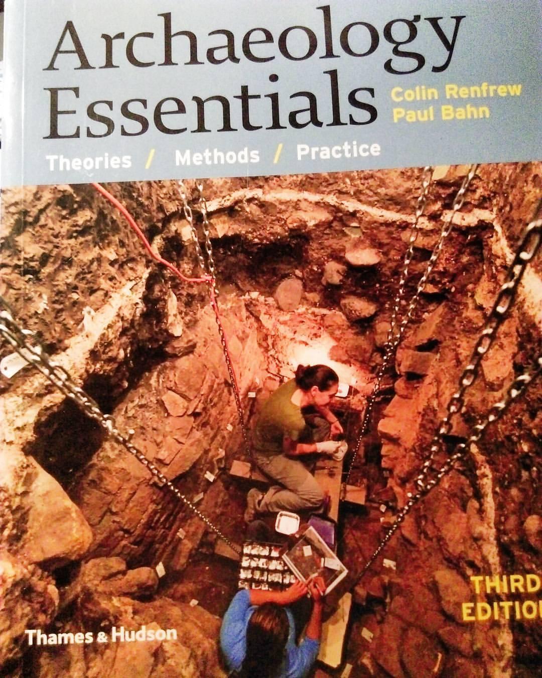Mira lo que me ha llegado… Dicen que el mejor y más actualizado manual sobre #arqueología. Ahora sólo necesito que el día tenga unas 80 horas para leer todo lo que tengo pendiente. #readingissexy #books #bookstagram #librostagram #libros #archaeology #colinrenfrew