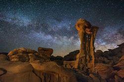 El trono del extraterrestre por Wayne Pynkston. EE.UU.