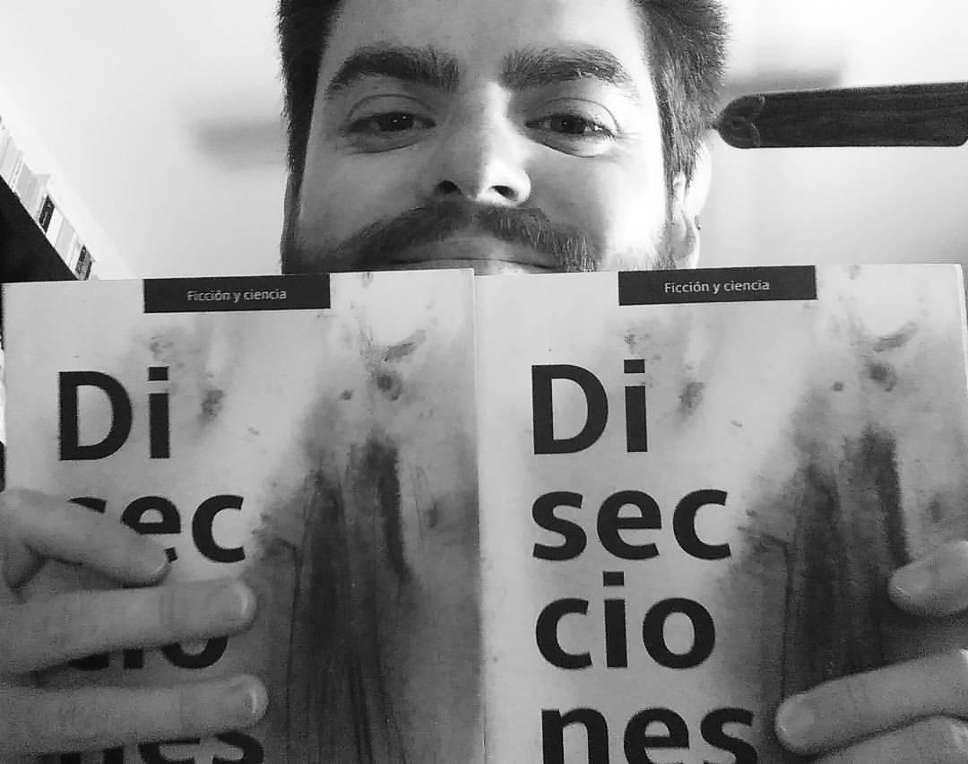 Aquí estoy con mis dos ejemplares de #Disecciones de @NextDoorPublish … uno para mí y el otro para regalar entre los lectores de mi blog. Pronto más detalles #bookstagram #books #librostagram #libros #readingissexy #bibliofrenico
