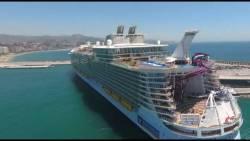 """El """"Harmony of the seas"""", el barco de crucero más grande del mundo, ha estado en #Málaga. Todo se queda pequeño a su lado"""