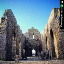 #Repost @irish_archaeologyEn las ruinas de la abadía de Abbeykockmoy. Inside the ruins of Abbeykockmoy Abbey, Co Galway #irisharchaeology #Ireland_Gram #ireland #insta_ireland #loves_ireland #inspireland_ #icu_ireland #abbey #medieval #galway #discoverireland #archaeology